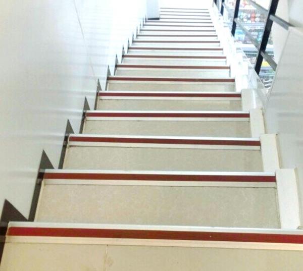 Cách bảo quản vệ sinh cho các cầu thang nội ngoại thất