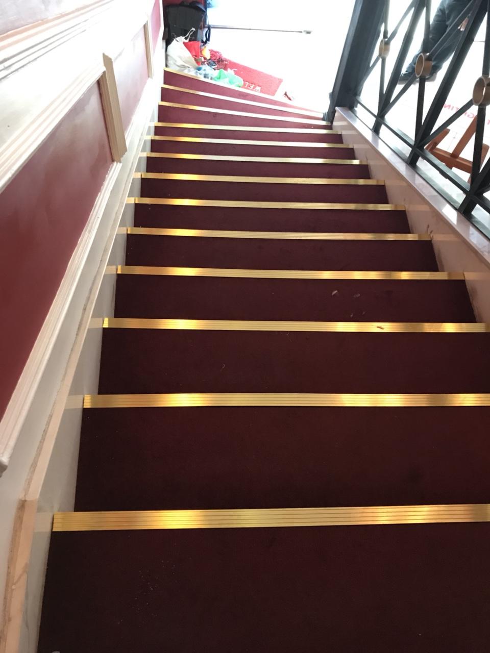 Công dụng tuyệt vời của nẹp đồng chống trượt cầu thang