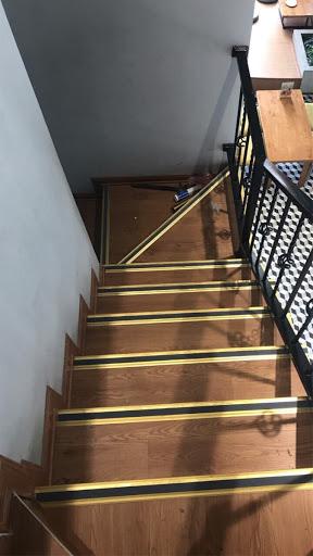 Tìm hiểu về ưu và nhược điểm của nẹp đồng chống trượt cầu thang